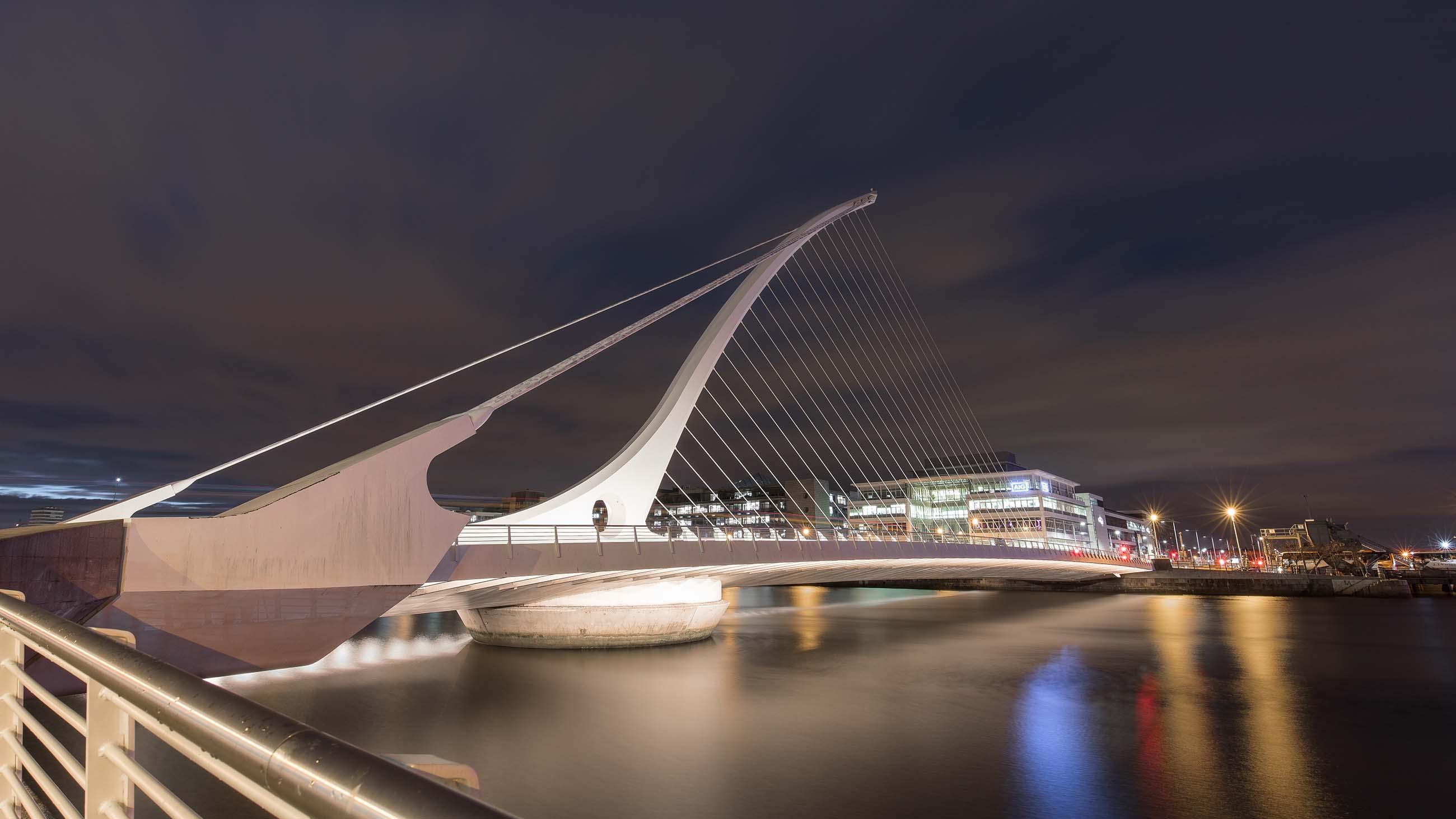 dublin-ireland-europe-bridge-street-famous-place-city-pub-themovinglens-colourfull-travel-photography-destination-life