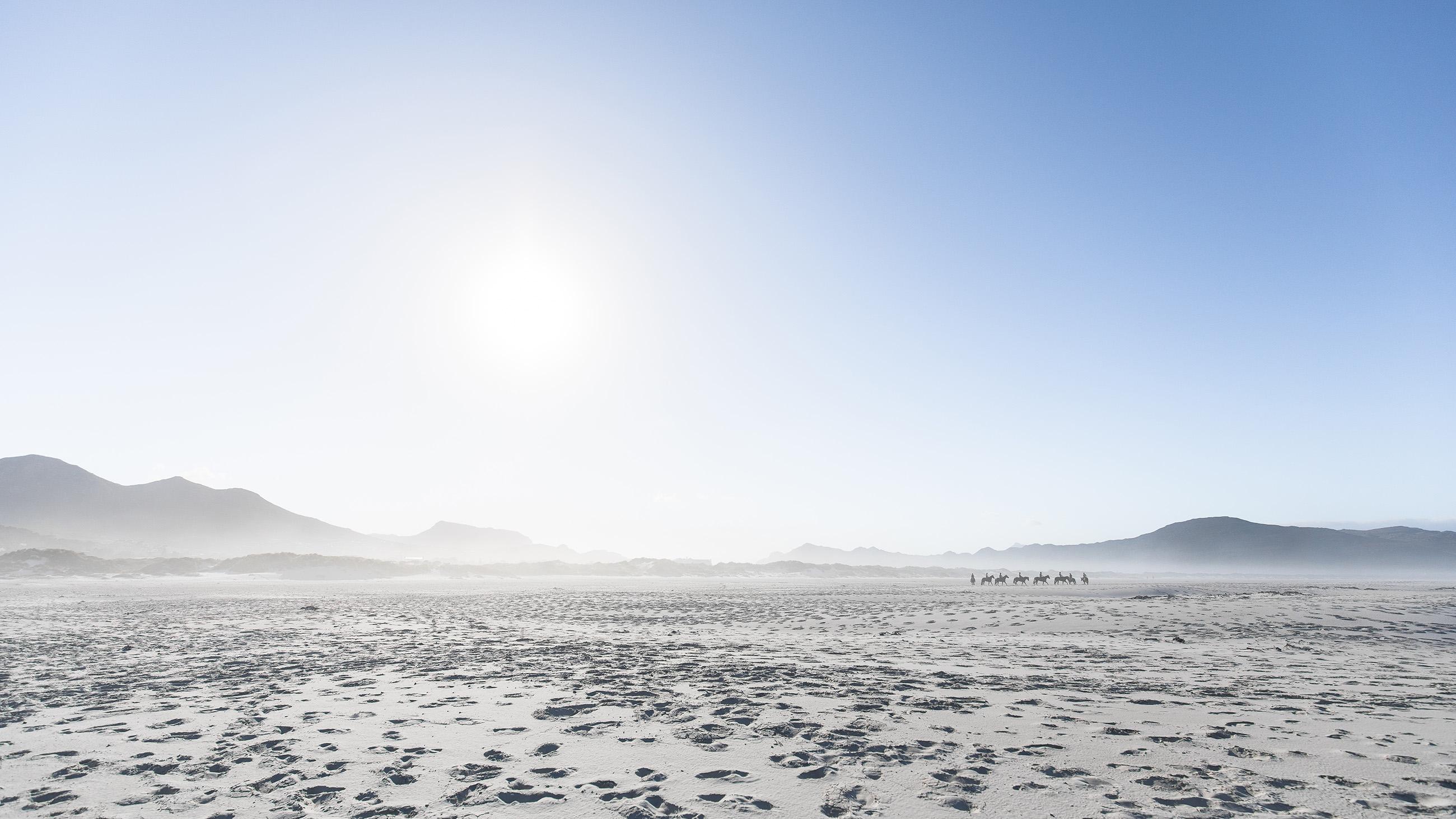 noordhoek-southafrica-beach-bay-horses-sand-mountains-chapmanpeak-capetown